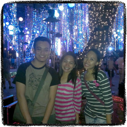 Congrats guys..finally nakita nyo din ang lights sa ayala triangle :) @id0ng @chamewithlove (Photo taken and uploaded via MOLOME )
