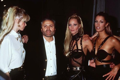 thegloatingsun:  vivaversace:  Claudia, Gianni, Christy, and Yasmeen at Versace Fall/ Winter 1992  oh my days
