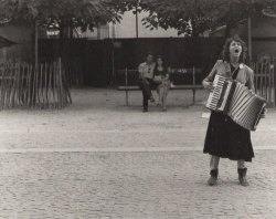 arabamolsamontgiymezdim:   Victor Macarol. Accordeon Player, 1988
