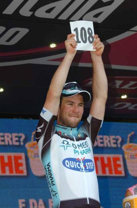 Photo: © Fotoreporter Sirotti (via Giro D'Italia 2013: Mark Cavendish (Omega Pharma-Quick Step) Remembers Wouter…, Photos | Cyclingnews.com)