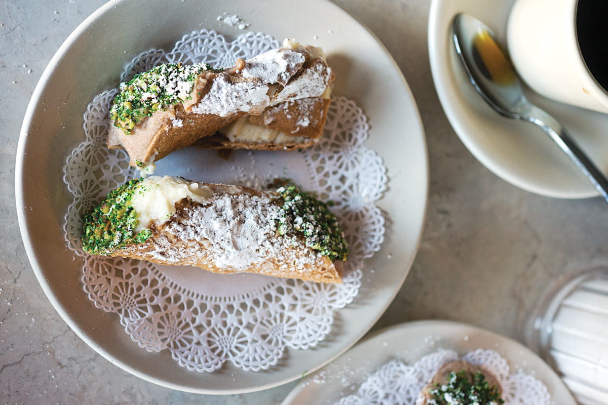 foodffs:  Angelo Brocato's Cannoli  I haven't yet had a cannoli in Italy but I'm holding out for when I go to Sicily.