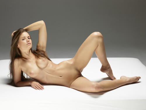 Little Caprice sexy nude body