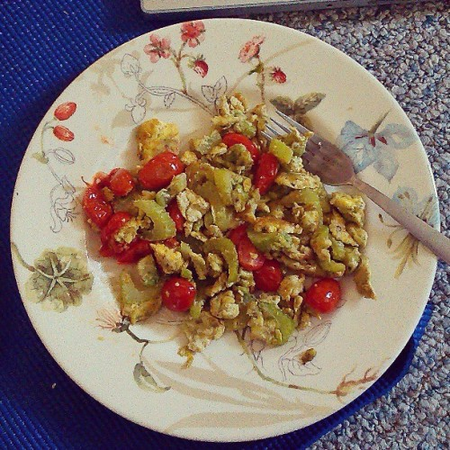 #Mmm #breakfast… #scrambled #eggs #cherrytomatoes #celery and #avocado #healthy #food