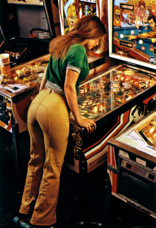 spacequest:  Sexy Pinball Girl