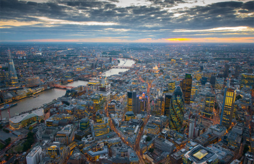 tra-velne-ws:   London From The Air