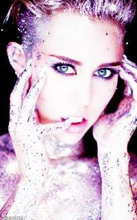 Miley Cyrus Tumblr_n7q58hzdlb1sqaaz9o10_250
