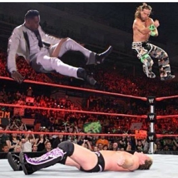 Lmao I had to steal this one ahhahahahahahaha #legdrop #miguel #wwe #shawnmichaels
