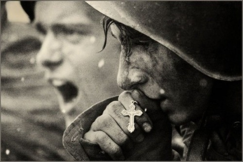 lamourisnotpourmoi:  Russia soldiers preparing for battle, WWII