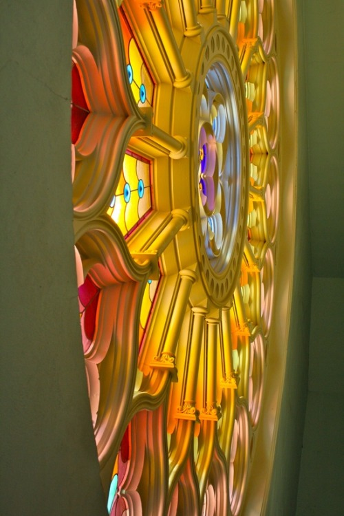 dolce-vita-lifestyle:  mererecorder:  Rose Window in St. James Cathedral Montreal, Canada  La Dolce Vita