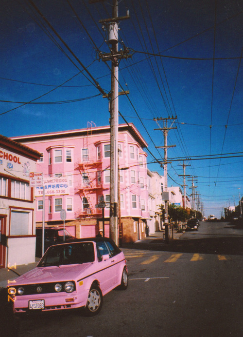 saddestflower:  hanahaley:  my street in san francisco  holy shit that car