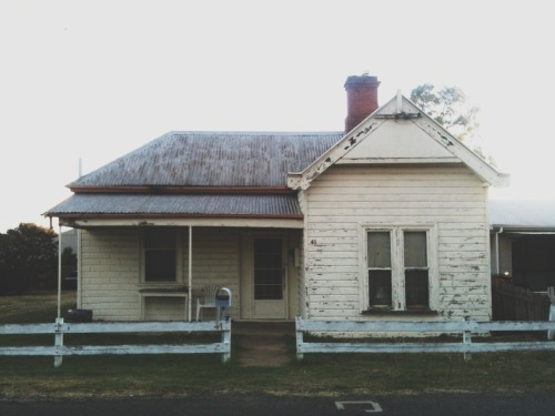 ambling:  I saw this lovely house on Tuesday afternoon