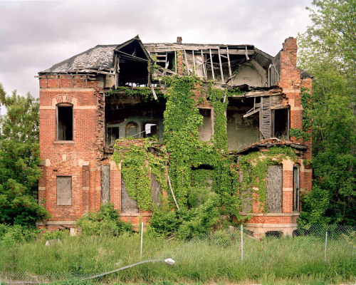 nathancyprys:  Edmund Place, Detroit (2012)I just updated my website with a new layout and work from my new series Neighbour State. You can mouse-over the images to zoom in on details. Check it out here.