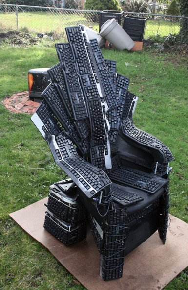 thedailydingo411:  Throne of Keyboards  [ObviousWinner]
