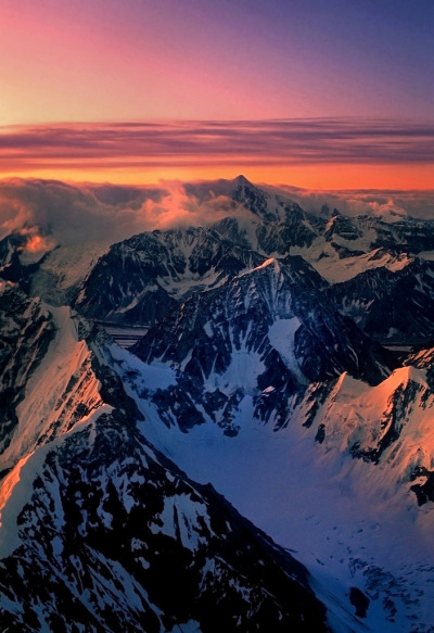 brutalgeneration:  The Alaska Range at first light (by akcharly)