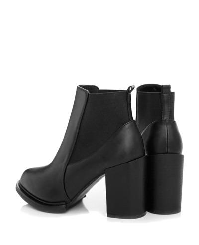blanq-noirette:  Black Leather Chelsea Boots