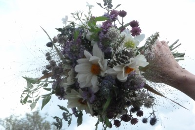 natural-flowers-wedding-bouquet