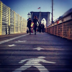 I'm on my way home via the #BrooklynBridge #FromtheGroundUp #Tourists #WalkingintoSunshine #FromManhattantoBrooklyn #explore_community #explore_brooklyn #explore_nyc #Friday #Pedestrian #Path  (at Brooklyn Bridge)