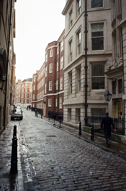 w4lrusss:  London's Street by Eduardo | on Flickr.
