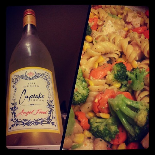 Cooked Garlic Chicken with the swirly pasta thingies and #CupcakeVineyards White Wine. #Happy #Sunday #dinner