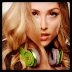 Darling #friend @TievaLovell #Artist, #Actor & #Model on #drdre #beats #headphones you #rock #hun