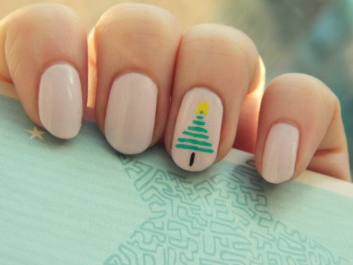 12th day of 12 Christmas designs And so we are on the last nail design for Christmas. I've had so much fun doing all these Christmas designs, although it was harder work than I thought doing so many haha. But I hope you have enjoyed them anyway and hope it maybe gave you some ideas.  The last Christmas design is the simplest way I thought of to do a Christmas tree and it is inspired by this design I saw by mrcandiipants the way she did the love heart I loved and thought doing a tree that way would be super looking. ^^