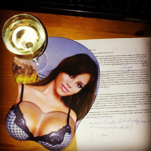 Hanging out with Prosecco, a mouspad with 3D bewbs and homework.. Great! :-P