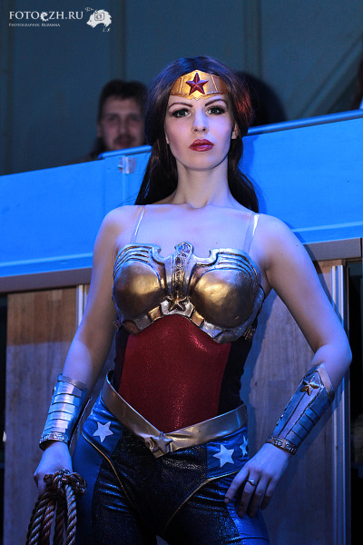 Wonder Woman (from Injustice) | cosplay by Evgeniya Rukavitsina  {via fuckyeahnerdpr0n}