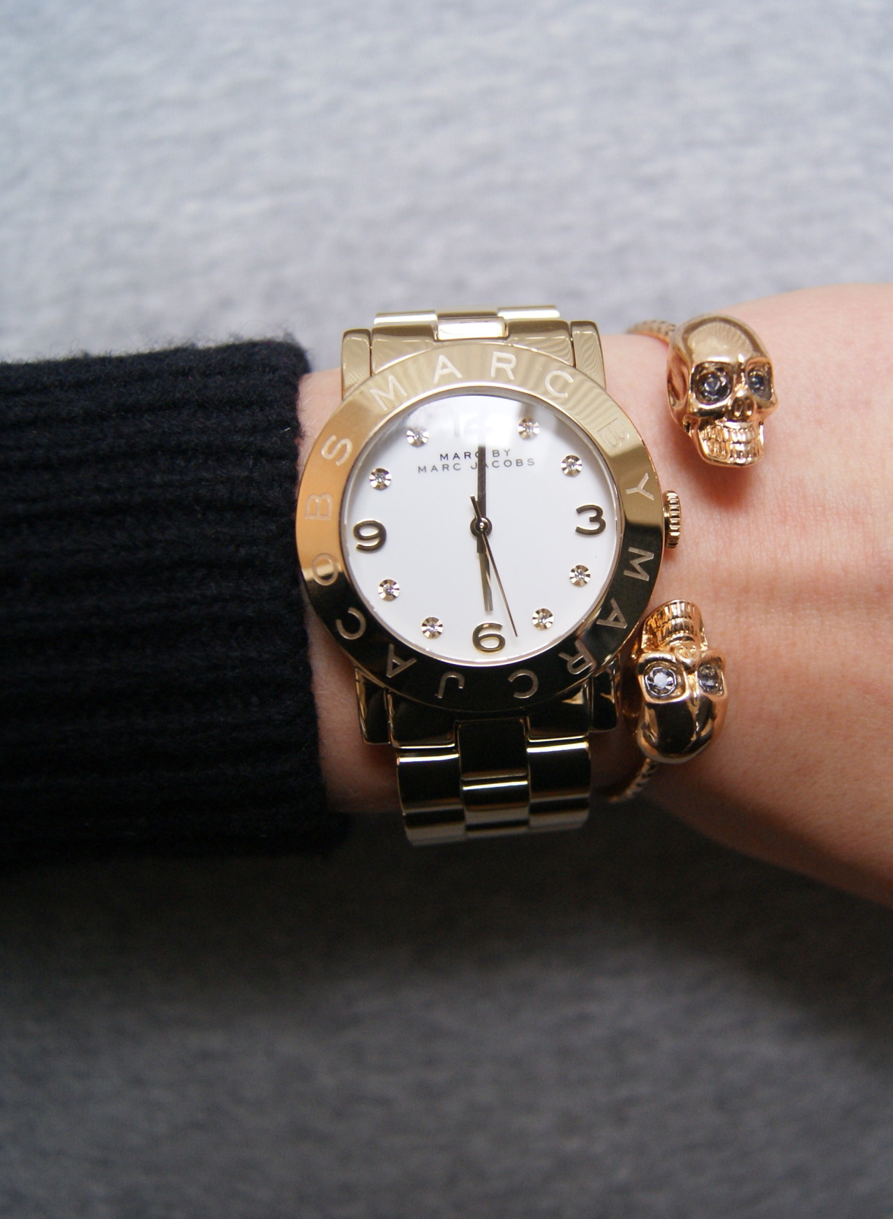flyonvogue:  color-e:  loving my new watch x  aw i want :(