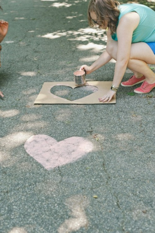 beautiful-wedding:  Use chalk and a template to guide people to the ceremony.. you would need a nice day though so it doesn't wash away!  Ah yes yes yes