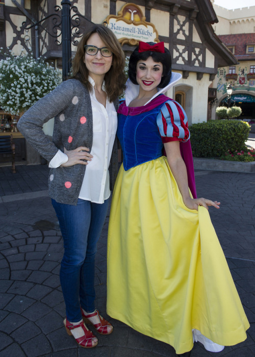 buzzfeedceleb:  When Tina Fey met Snow White.