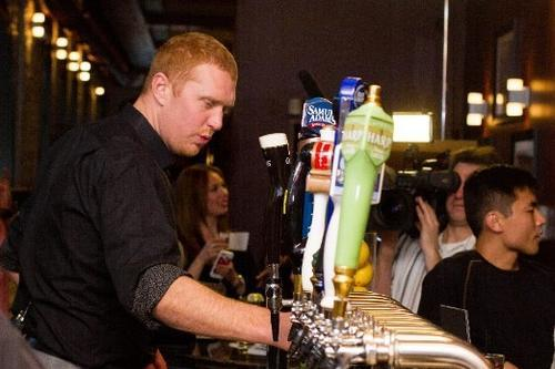 White Mamba serving drinks at the 2 Gingers bar.