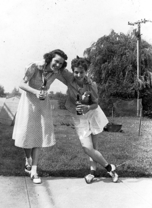 "saddle-shoes-421 (by Saddle Shoe Habitat) ""Doris and Jennie July 1940 Picnic at Airport Cabin"""