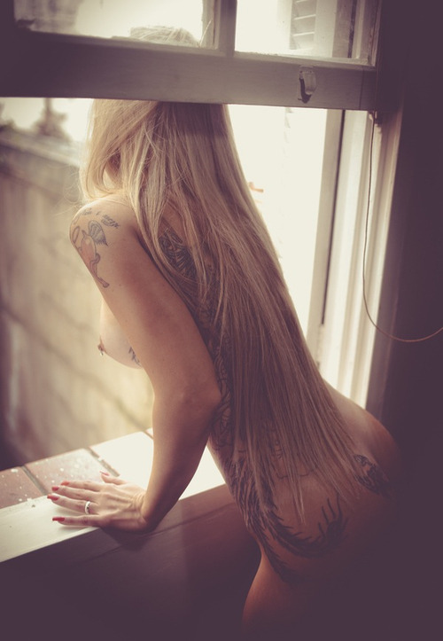 jessicassexystuff:  I love naked women in windows. Jessica's Sexy Stuff