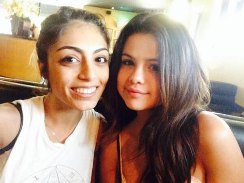 @mahdisbahri: Please don't look at my face but she's perfect @selenagomez