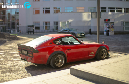 farmofminds:  http://www.farmofminds.com/2013/04/eriks-time-warp-240z.html