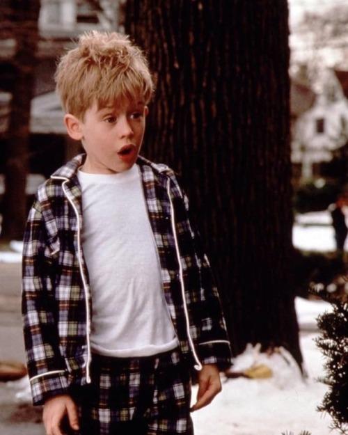 Merry Christmas christmas Ashley Benson Hanna Marin Pretty Little Liars PLL holidays 2017 boy