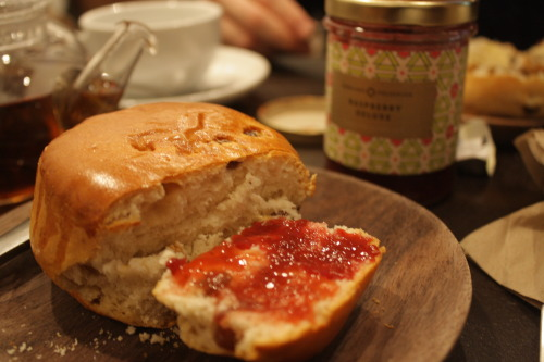 foodfuckery:  Teatime Treats in London: Tea and Scones at Fork Deli - Patisserie (review)  A must-go for you, if you're ever in London and fancy a warm tea with massive scones. I can't wait to go back! (on another note, how annoying is it that you can't reblog your own submissions to someone else on your own tumblr?)