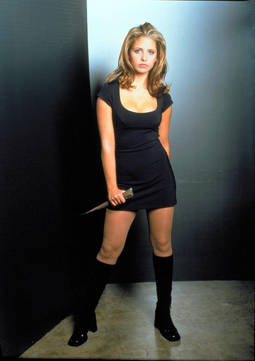 puppy-butt:  if i was a girl all my looks would be buffy seasons 1 & 2 inspired   Estaba pensando en qué nueva serie ver, pero es que creo que voy a rever Buffy desde el principio y ya está.