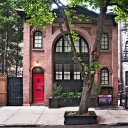 justcallmegrace:  carriage house; 31 Pineapple Street, Brooklyn Heights, New York
