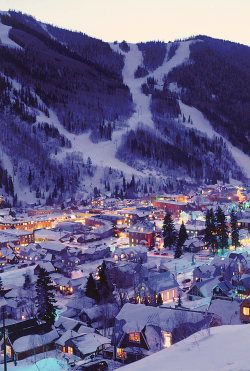 saveusalltellmelifeisbeautiful:  Night Lights in the town of Telluride (by Visit Colorado)