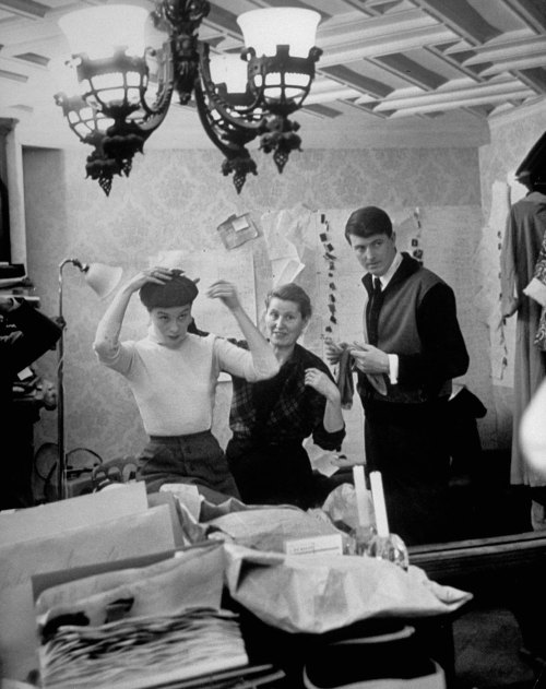 vintagechampagnefever:  Hubert de Givenchy at work in his Paris atelier