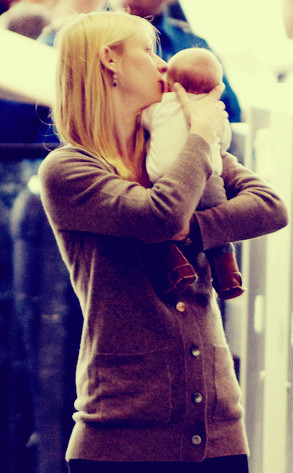 monispillerc:  BABY CYRUS Claire Danes and her 6-week-old son Cyrus were on the move Tuesday at LAX. Claire held her baby boy tenderly and planted a sweet kiss on his cheek.