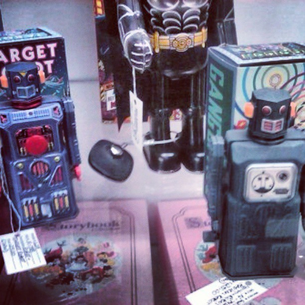A few more robots. #toys #toy #robot #robots #antique #antiques #toypics #vintage #toystagram #tintoys