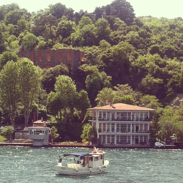 #baltalimani #bosphorus #istanbul #waterfront #mansion  (Baltalimani Sahili'da)