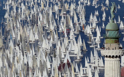 digitalspark:  And they are off to the races. Like sailing? With a few friends?