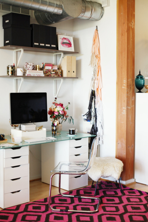 theglitterguide:  (via Style At Home: Amanda Dawbarn Of 100 Layer Cake | theglitterguide.com)