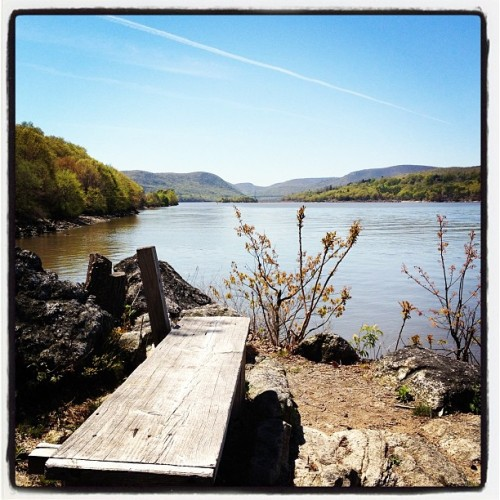 An idyllic spot to take in the sight & sounds of the Hudson.   (at Garrison)