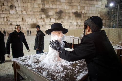 guardian:   An ultra-Orthodox Jewish boy builds a snowman at the Western Wall. The worst snowstorm in 20 years has shut roads and schools in Jerusalem as the harsh weather affects regions across the Middle East Photograph: Uriel Sinai/Getty Images