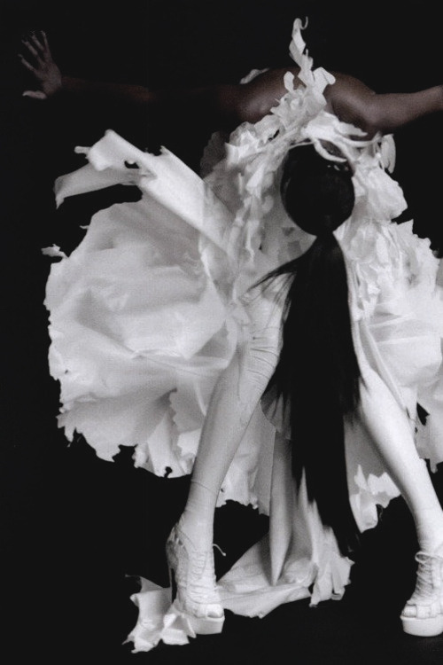 ejakulation:  Naomi Campbell photographed by Nick Knight for i-D, 2010