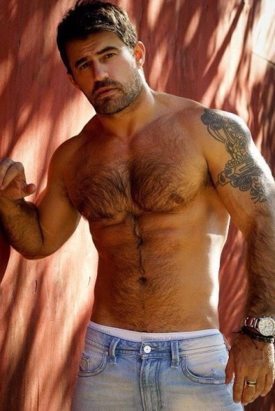 fredholt:  joaquimquimquim:  Come here and kisse me !  WOOF ! Follow me and enjoy - http://joaquimquimquim.tumblr.com  www.fredholt.tumblr.com - #GayXXX #GayPorn #GayPic